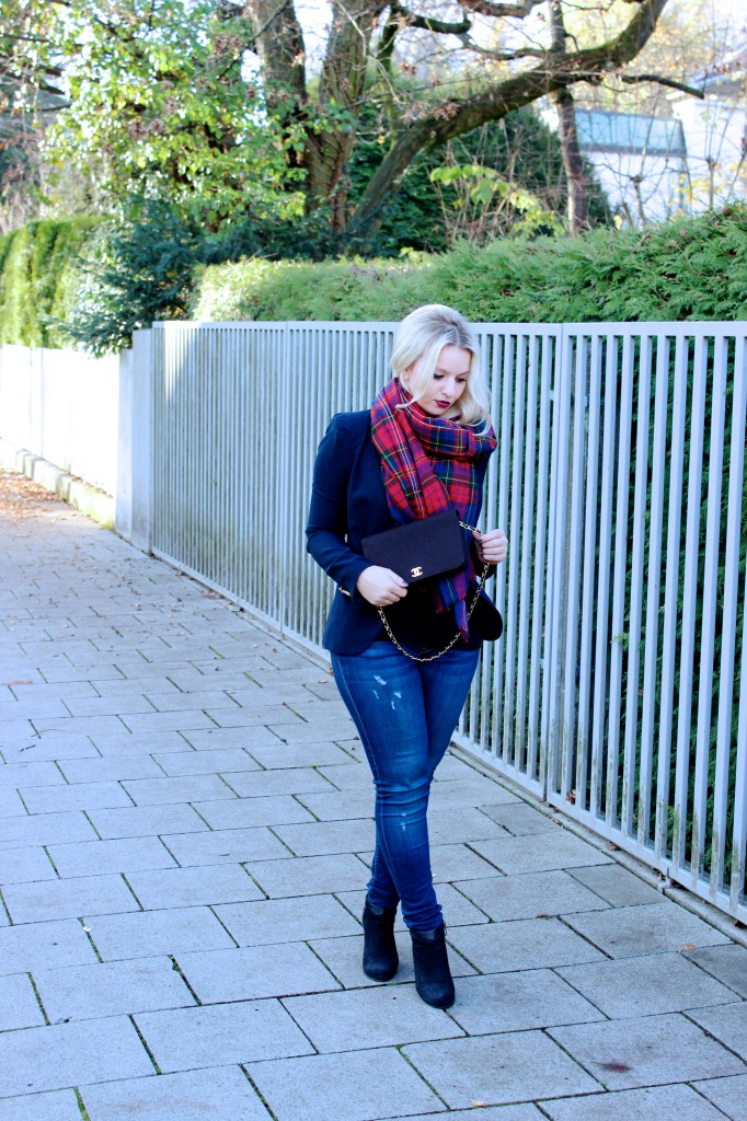 Blazer - Zara (similar here)  Jeans - Zara (similar here)  Scarf - Vintage (similar here)  Bag - Chanel  Shoes - Tamaris