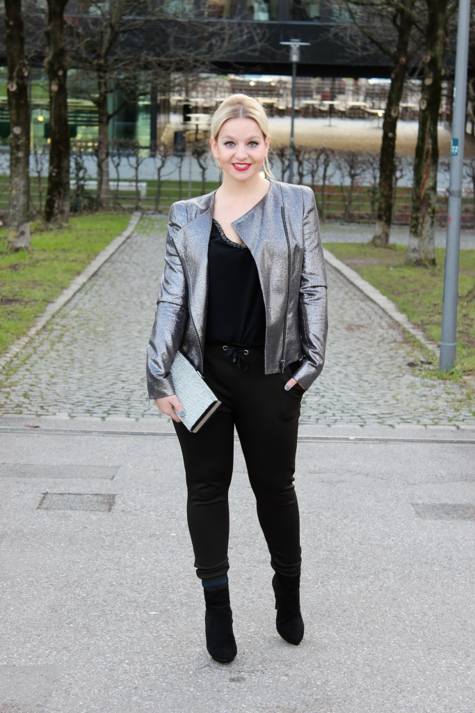Blazer - HUGO Jogging Pants - Zara (similar here) Shoes - Zara